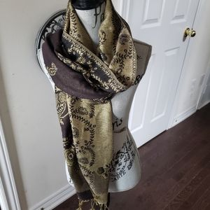 Beautiful large wrap/scarf front abroad